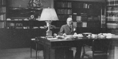瓦尔特从 1919 年起开始书写工业历史